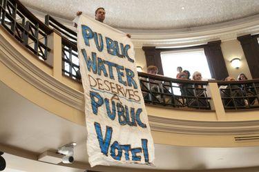 Fluoride Vote Sign