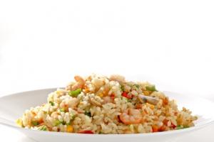 Riz sauté, crevettes et surimi